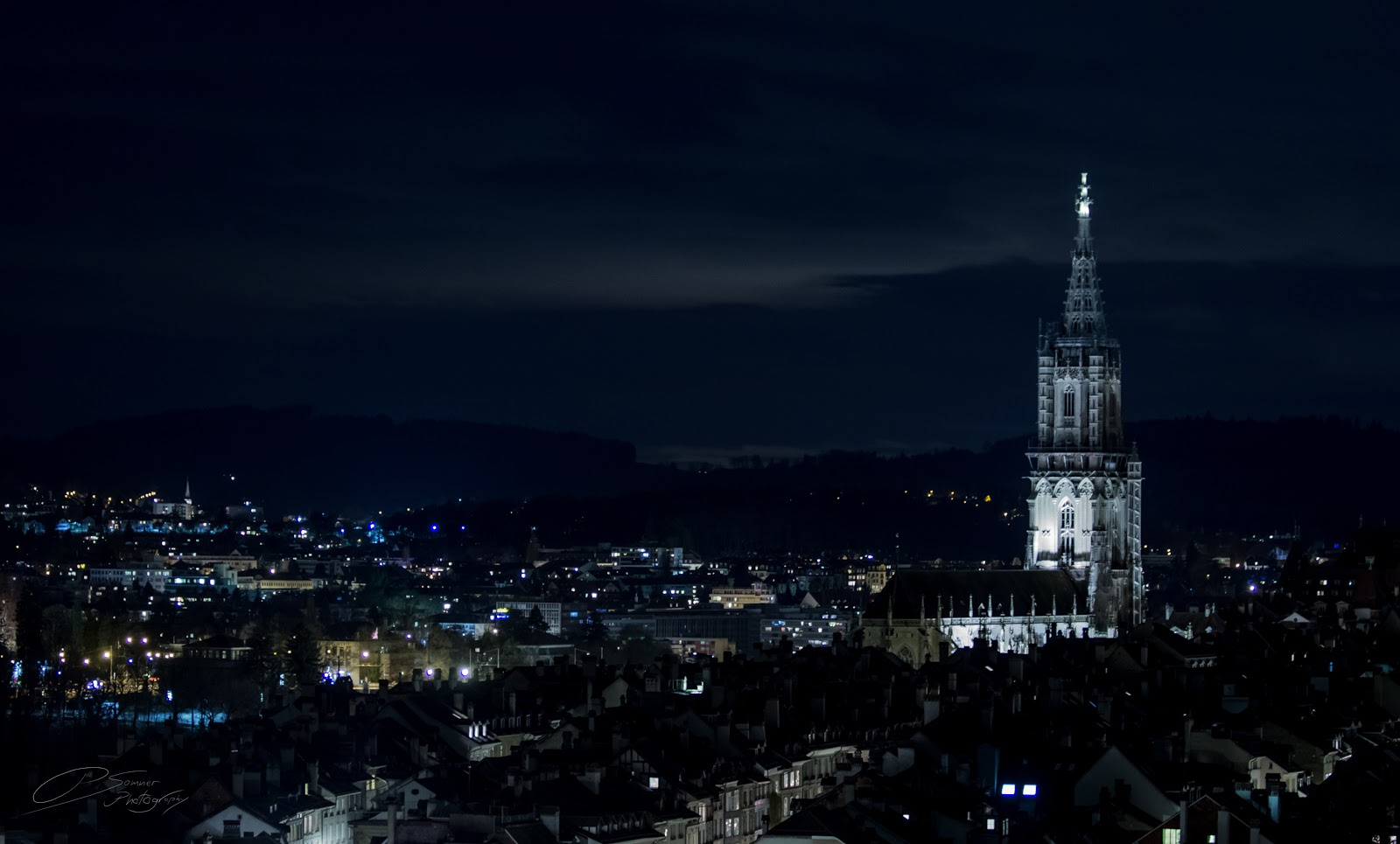 Photo by Pascal Sommer - The Berner Münster, along with the usual construction work