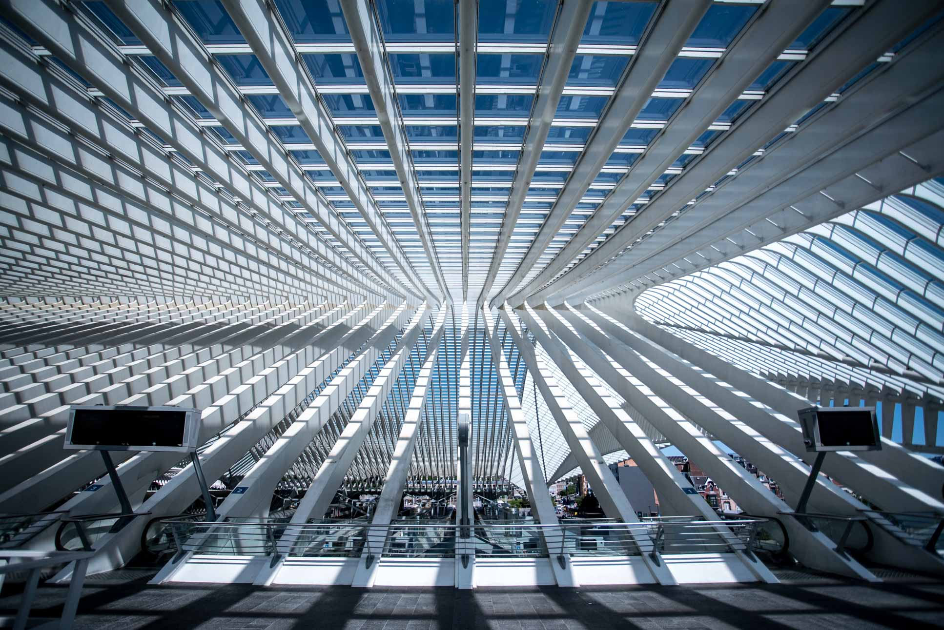 """Photo by Pascal Sommer - Liège Train Station is now officially rank 2 on my personal """"Most Beautiful Trains Stations"""" list."""